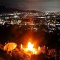 2021年8月15・16日の松ケ崎お盆の伝統行事はコロナ禍の為、昨年同様、題目踊り・さし踊りは中止となり、妙法送り火は16日午後8時5分に、それぞれ中央付近の一火床のみの点火となりました。